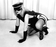 crouching_in_black-Edit